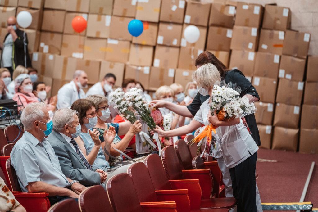 Курс на спасение жизней: в тверской Областной больнице отметили День медика
