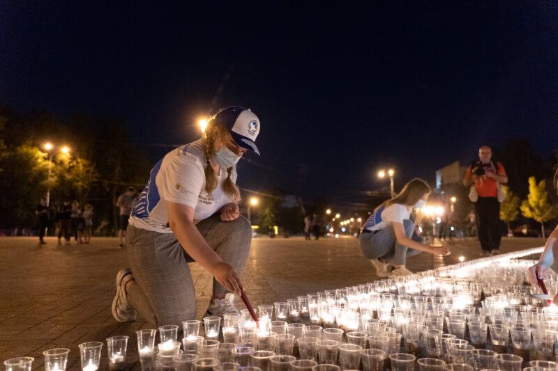 В Твери в День памяти и скорби выложили картину свечами у Обелиска