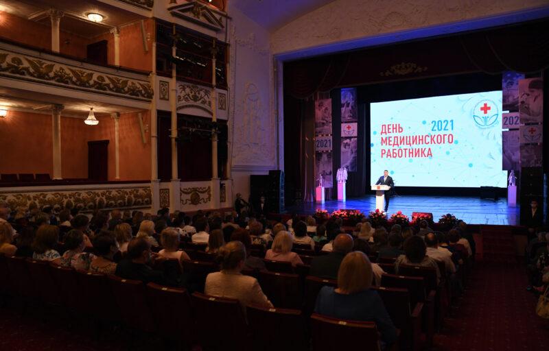 Губернатор Игорь Руденя вручил награды медицинским работникам Тверской области в преддверии профессионального праздника