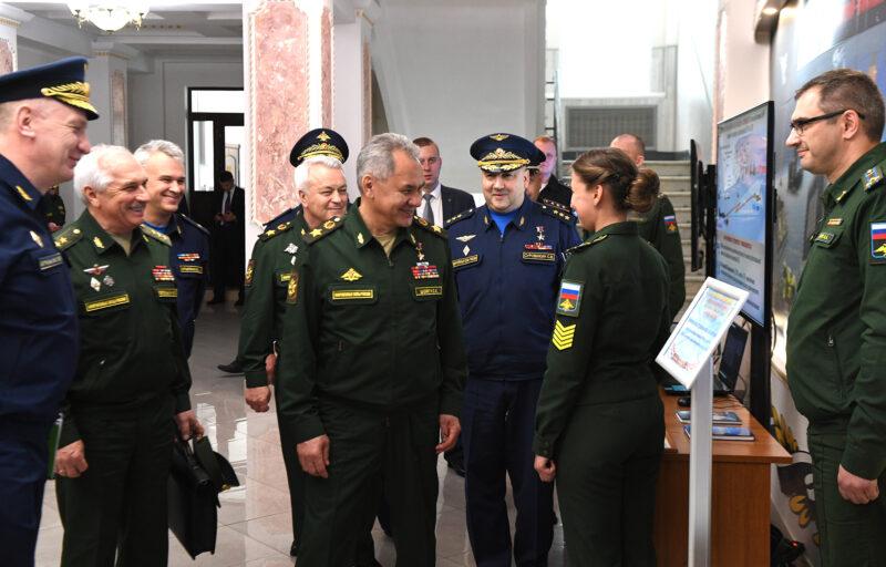 Курсанты Военной академии воздушно-космической обороны рассказали Министру обороны РФ Сергею Шойгу и губернатору Игорю Рудене о своих военно-научных разработках