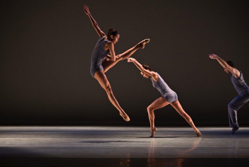 Академия современного классического балета организует отчетный концерт