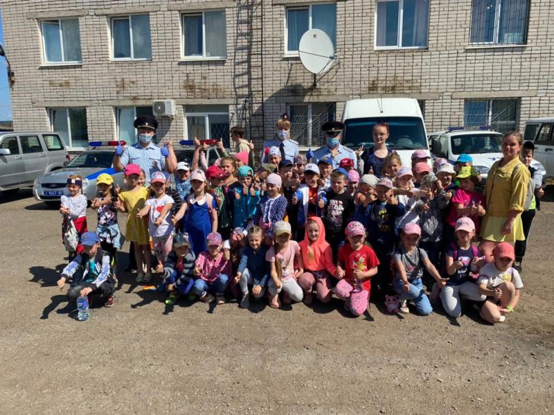 В Бологое сотрудники ГИБДД провели день открытых дверей для воспитанников лагеря