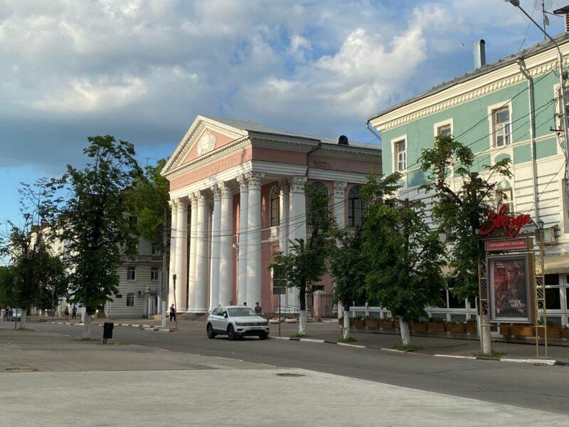 В Тверской Горьковке продолжает работать выставка «Мир глазами женщины»