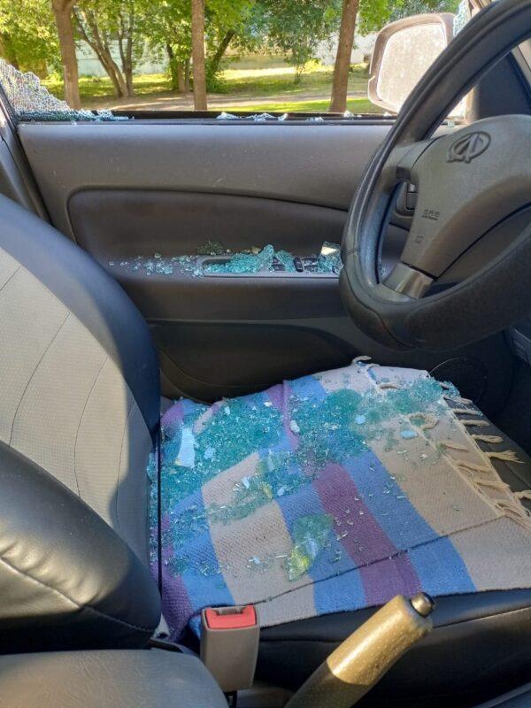 В Твери неизвестные лишают машин стёкол, а их владельцев нервов