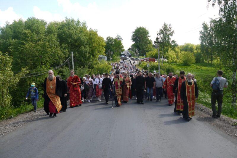 В Кашине проходит Крестный ход посвященный 500-летия обретения мощей святого преподобного Макария Калязинского