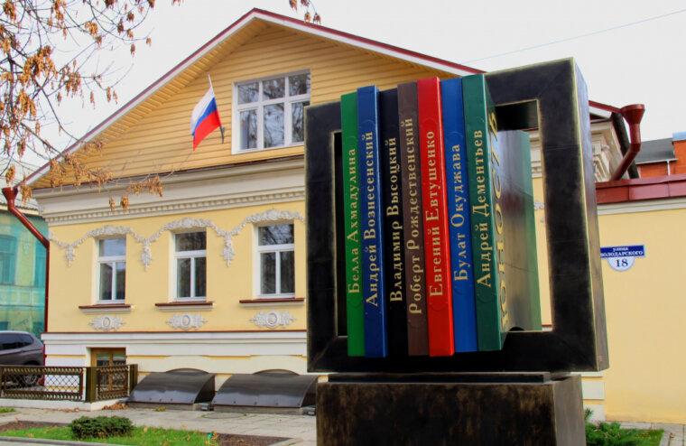 На книжном фестивале «Красная площадь» «Дом поэзии Андрея Дементьева» представил сборник молодых поэтов
