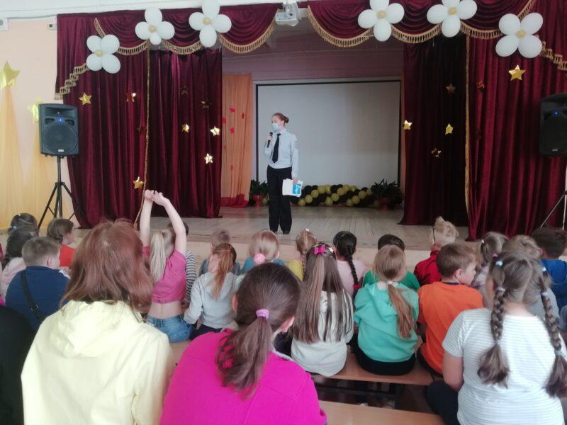В Бологое сотрудники ГИБДД посетили пришкольный лагерь