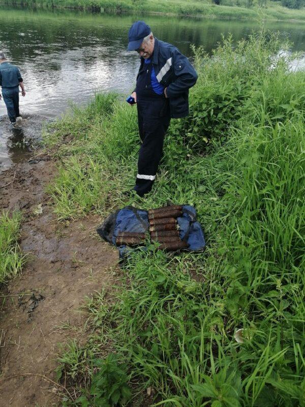 Сюрприз из прошлого: жители Ржева нашли в реке военные снаряды
