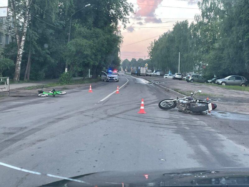 """В Твери """"зеленый"""" велосипед попал под колеса мотоцикла"""