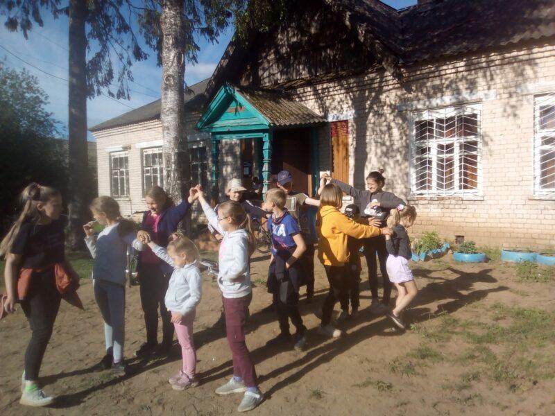 Закончился праздник вручением призов и чаепитием. А хорошее настроение стало для детей отличным началом летних каникул.