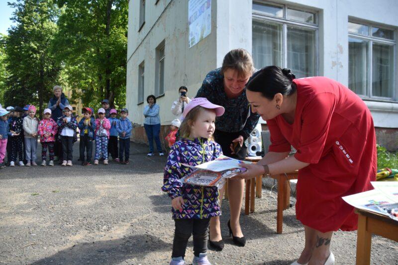 В городе Конаково детсадовцы получили награды за участие в конкурсе, посвященного 76-й годовщине Великой Победы
