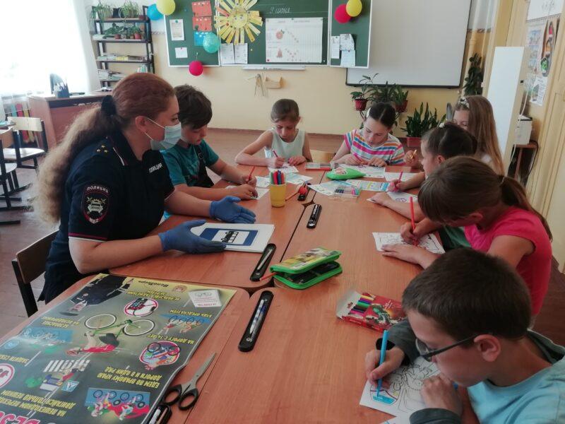 В Бологое сотрудники ГИБДД посетили два пришкольных лагеря