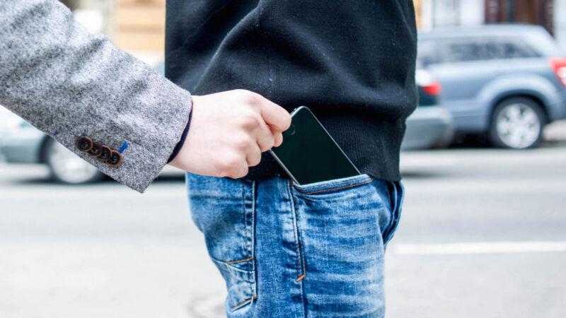 В Твери у мужчины украли телефон и оформили на его имя кредит