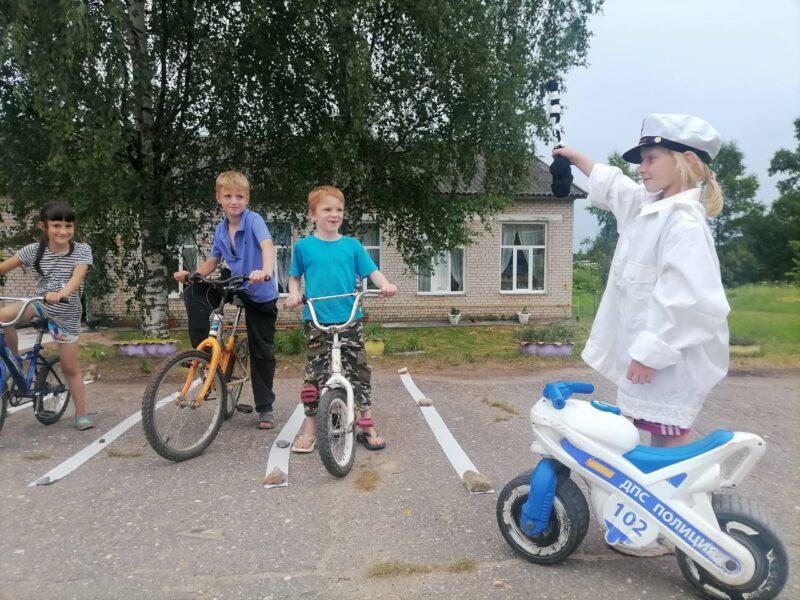 Юным велосипедистам из Ржевского района рассказали о безопасности на дороге