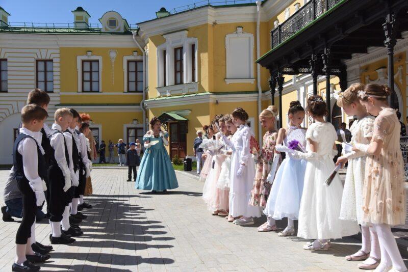 Тверской императорский дворец приглашает на уроки дворцового этикета
