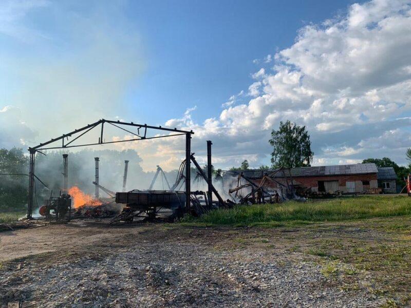 Под Ржевом пожар полностью уничтожил пилораму