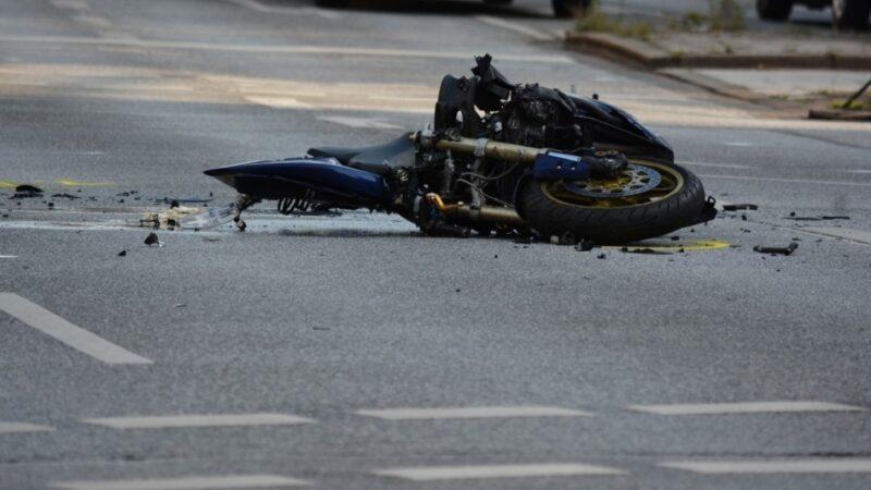 В Тверской области мотоциклист поехал без шлема и упал