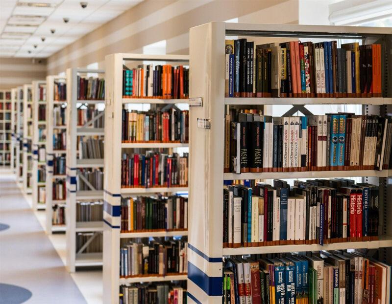 В Твери пройдет книжная выставка в честь Дня молодежи