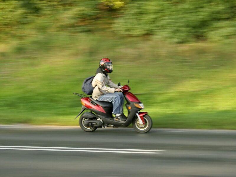 Пенсионер из Тверской области попал в аварию на скутере