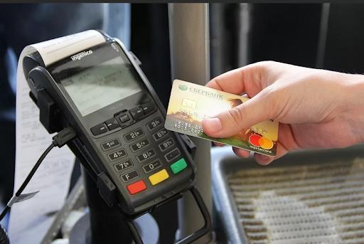 Двое жителей Твери могут оказаться в тюрьме за использование чужой банковской карты