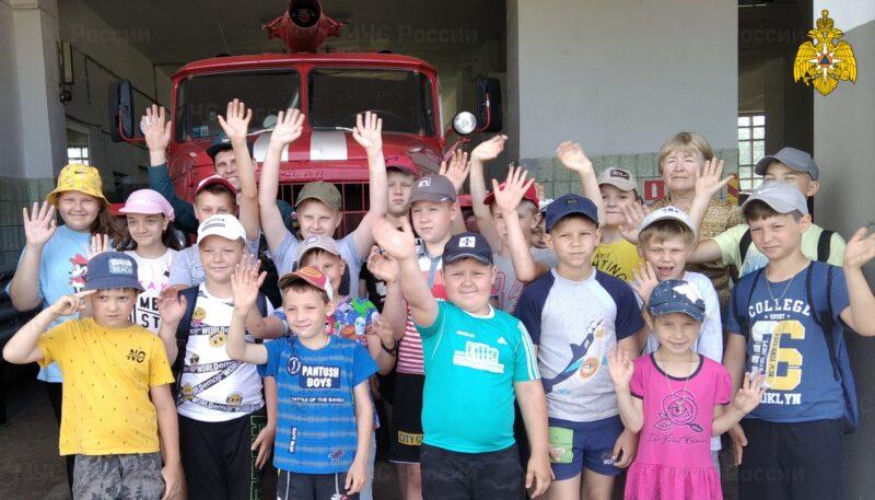 Воспитанники детского лагеря посетили Западнодвинскую пожарную часть