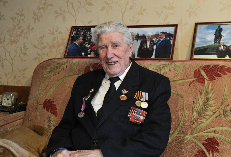 Игорь Руденя выразил слова признательности участнику Великой Отечественной войны Борису Воробьеву, который отмечает 90-летие