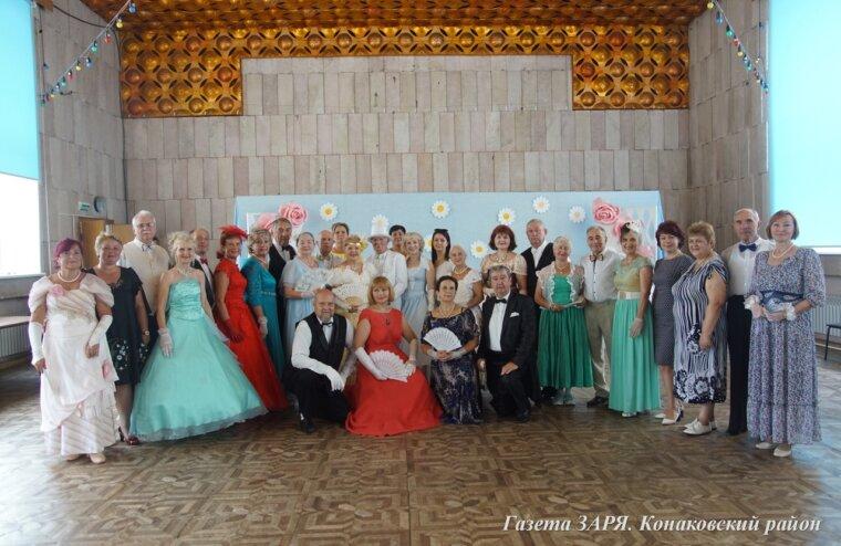 В ДК «Современник» города Конаково дам и кавалеров учили историческому танцу