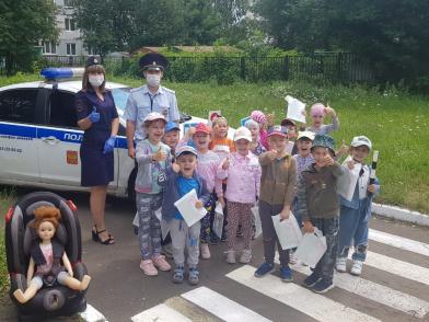 В Тверской области с малышами детского сада провели мероприятие о правилах дорожного движения