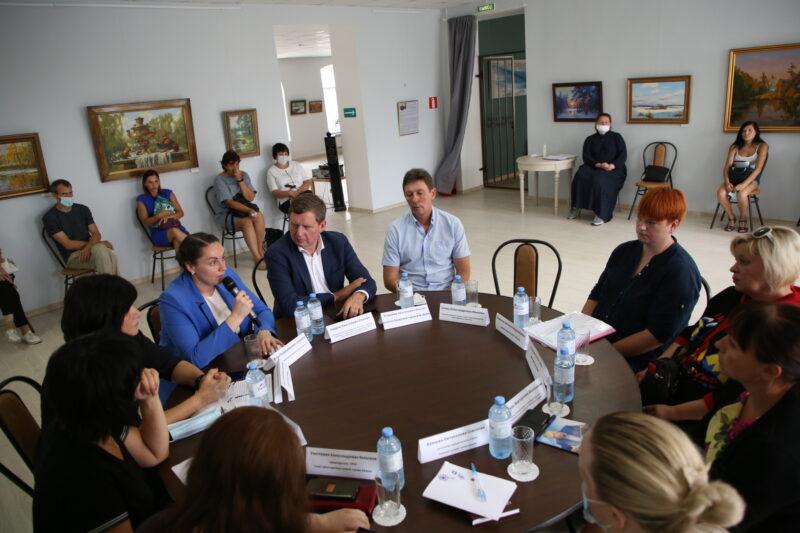 В Кимрах за круглым столом обсудили, как помочь женщине, которая могла лишиться квартиры