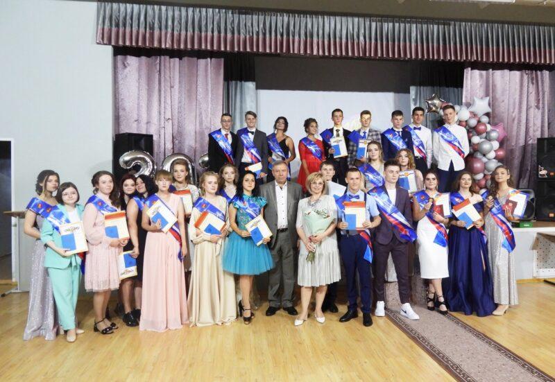 В Калязине для выпускников 11 класса наступил день прощания со школой