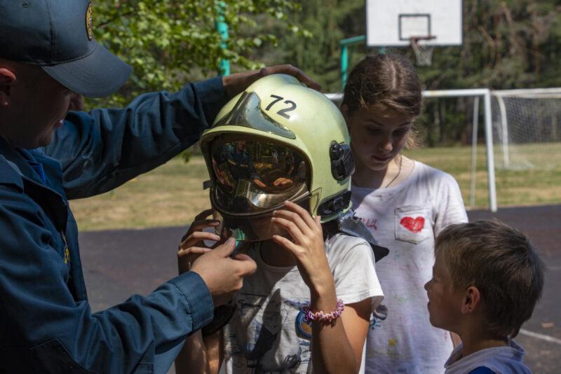 В Тверской области сотрудники МЧС устроили для ребят детского лагеря особый праздник