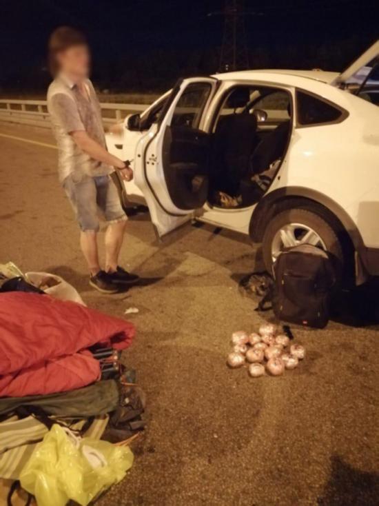 В Воронежской области остановили машину с Тверскими номерами из-за странного поведения водителя
