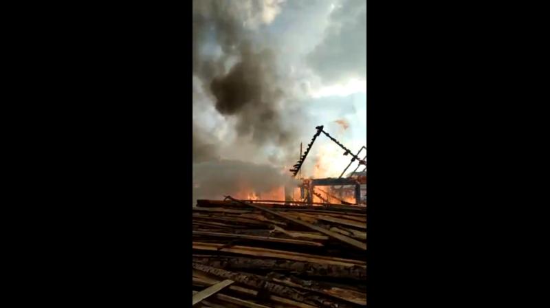 Появилось видео с пожара, в котором пострадали два дома в Тверской области