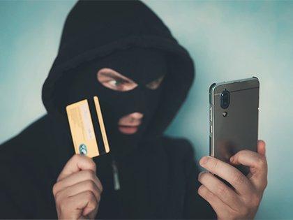 Житель Тверской области почти 60 раз отправил деньги мошенникам