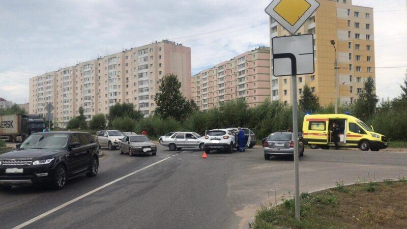 ВАЗ не поделил дорогу с иномаркой в Твери