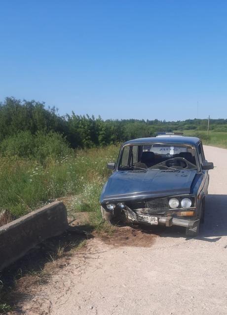 Пьяный водитель врезался в ограждение моста в Тверской области