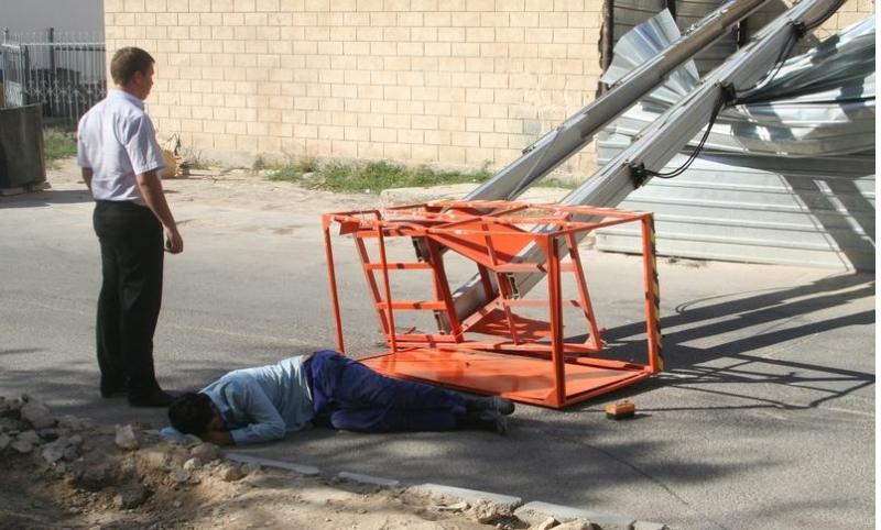 Из-за нарушений безопасности на производстве травмировался работник