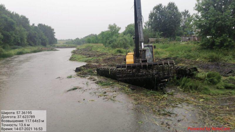 В Тверской области расчищают русло реки Кашинка