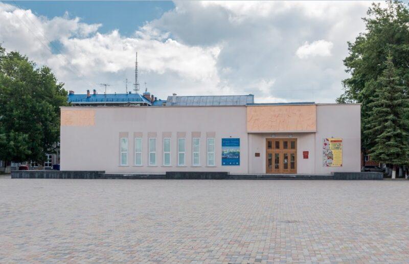 Дом народного творчества открывает выставку «Волшебный край! Очей отрада!»