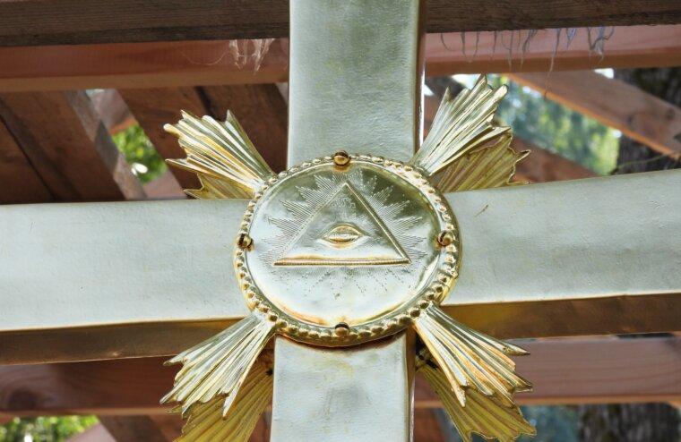 На крест калязинской колокольни в Тверской области вернули былые имена