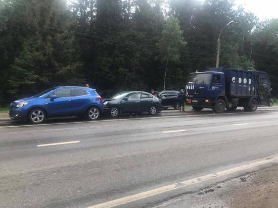 В Тверской области произошло ДТП с участием трех машин