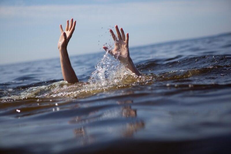 В Тверской области на берегу реки Молога нашли тело женщины