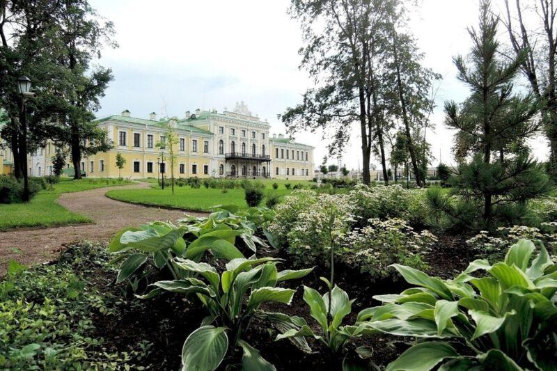 Дворцовый сад в Твери в очередной раз примет экскурсантов