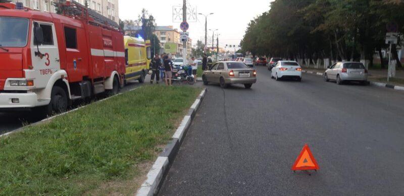 В Заволжском районе Твери иномарка сбила мотоциклиста