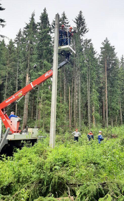 Буря в Тверской области рвала провода и метала молнии в трансформаторы