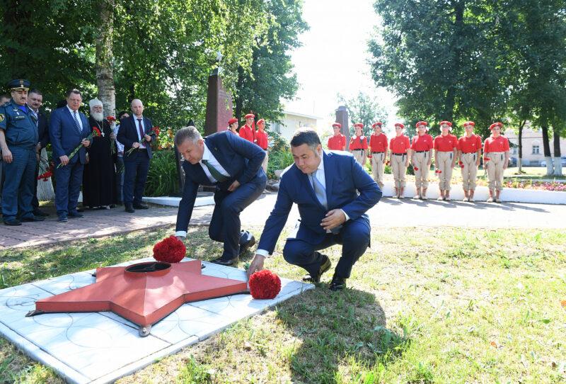 В Торопце Игорь Руденя возложил цветы к стеле Героев Советского Союза