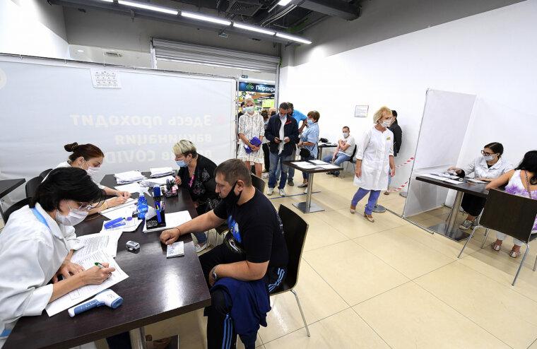 Губернатор Тверской области поручил усилить медиками востребованные у жителей пункты вакцинации