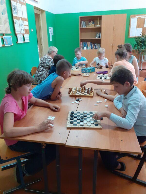 В Западной Двине Ильинская библиотека провела шахматный турнир