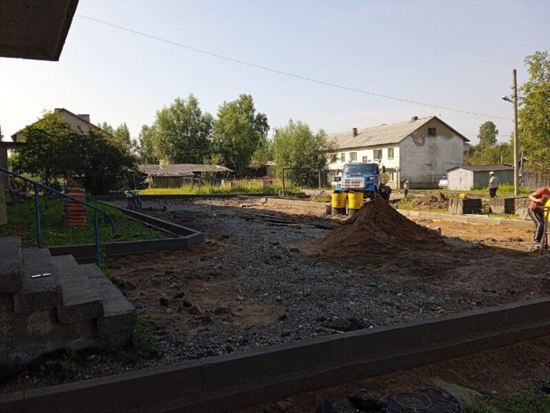 На один двор с хорошей дорогой в Западной Двине станет больше