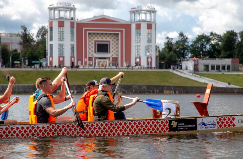 Заплыв на «Драконах» и «Оранжевый мяч»: Владимир Васильев и Юлия Саранова поучаствовали спортивные состязания в Твери